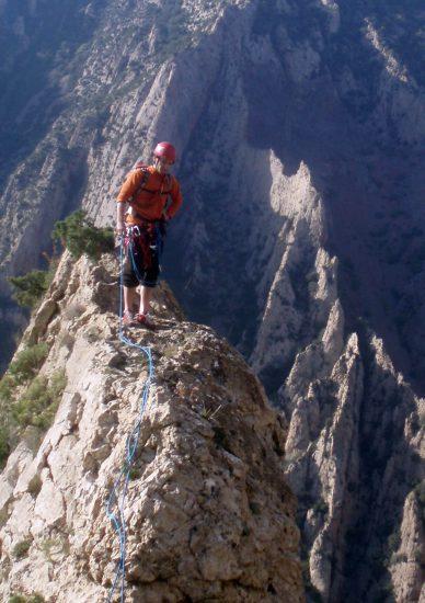 Grande voie d'escalade guide arrête somital montagne